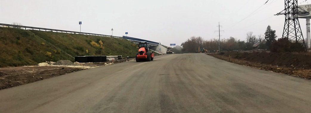 Як будують з'їзд дороги у Винниках (фото)