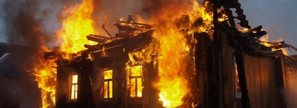 Двоє людей загинули у власному будинку
