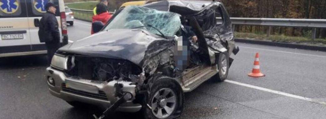 На трасі Київ-Чоп загинув водій позашляховика