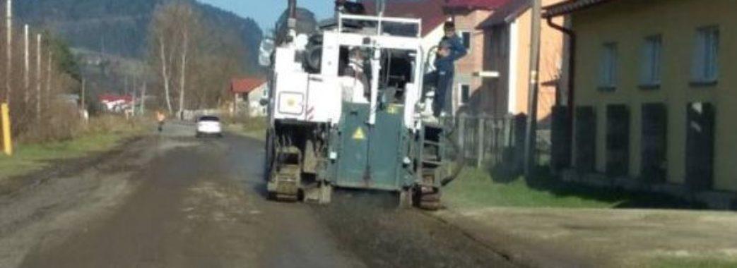 На Турківщині ремонтують дорогу