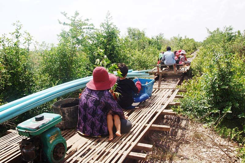 1928-bamboo-train-battambang