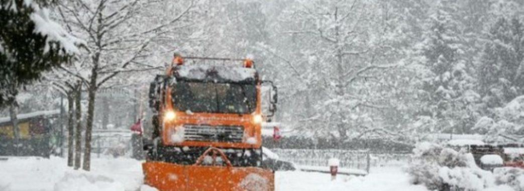 Зима у Львові: скільки снігоприбиральної техніки працювало сьогодні