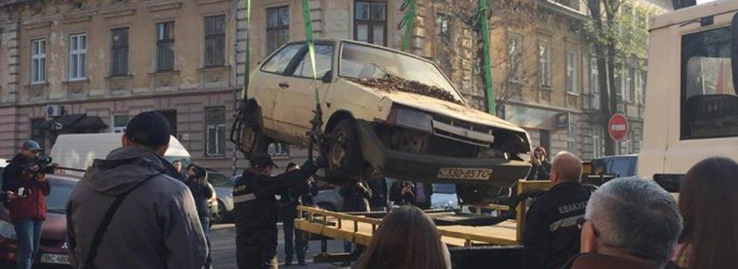 Покинуті машини у Львові: скільки евакуювали в листопаді