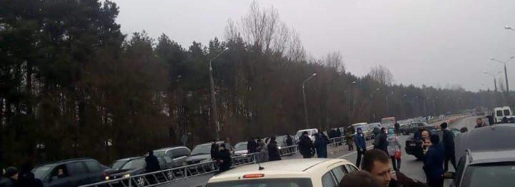 Люди заблокували рух біля пунктів пропуску Рава-Руська та Краківець