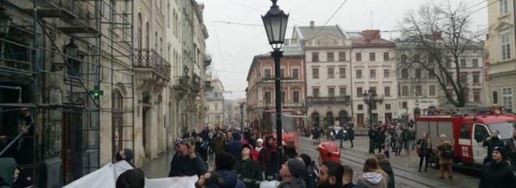 У центрі Львова іноземець намагався вчинити самогубство