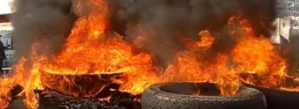 Львівські активісти палили шини під консульством Росії