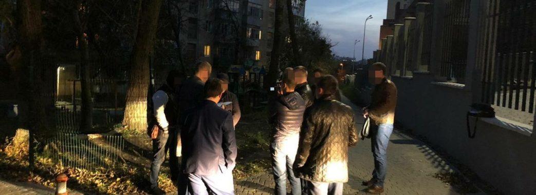 Керівника львівського вишу взяли на хабарі