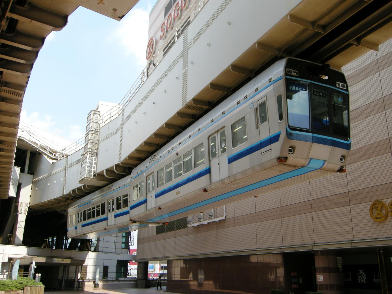 chiba_urban_monorail_series_1000
