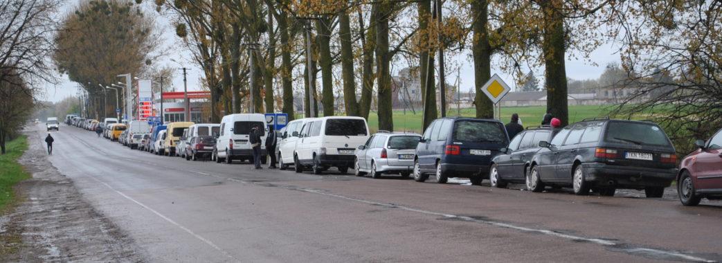 Величезні черги на кордоні з Польщею