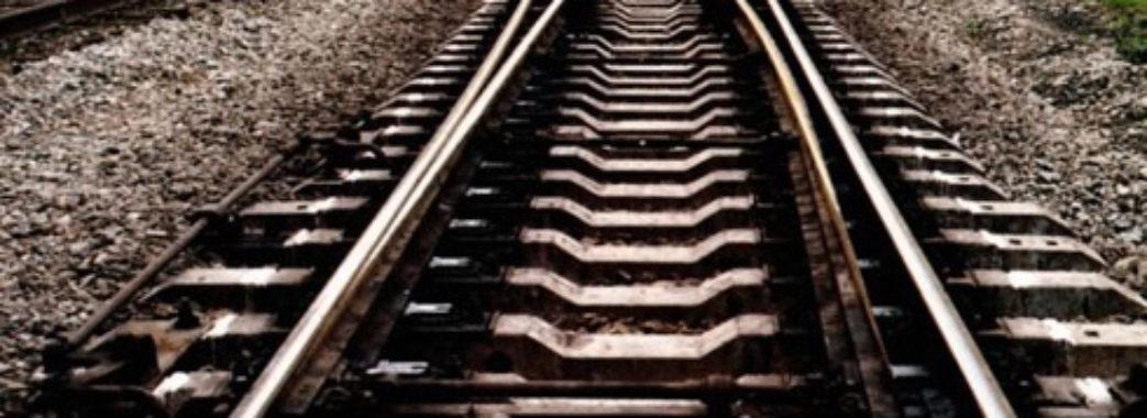 Поїзд збив 20-річного юнака