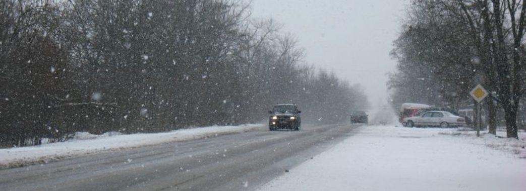 Налипання мокрого снігу та ожеледиця: як вберегтися на дорогах