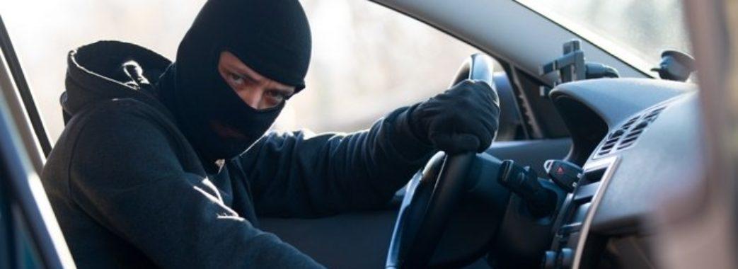 Працівник автомийки викрав позашляховик клієнтки