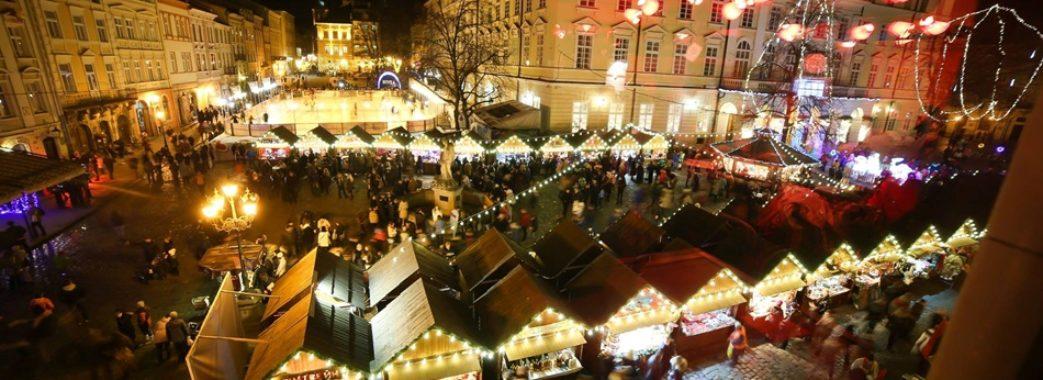 Львів у передчутті свят: на головних площах запрацювали новорічні ярмарки