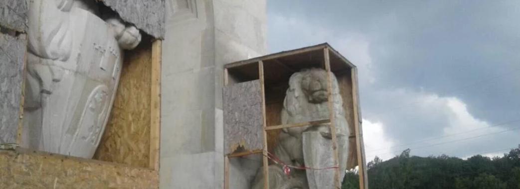 На Личаківському цвинтарі розгулюють нічні вандали