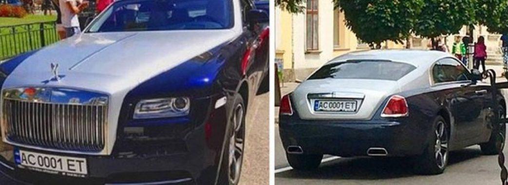350 тисяч доларів за авто: звідки у пенсіонерки гроші?