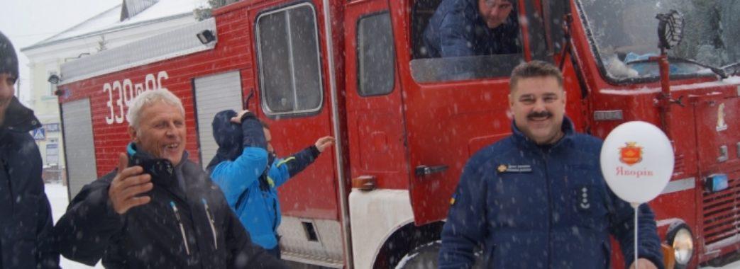 Яворівським рятувальникам поляки подарували пожежну машину
