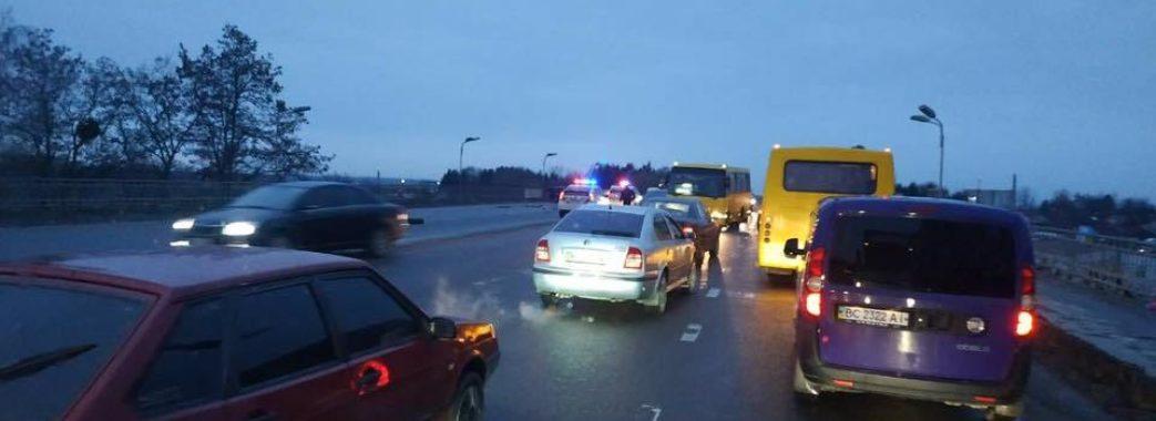 У Львові поліцейська автівка потрапила у ДТП