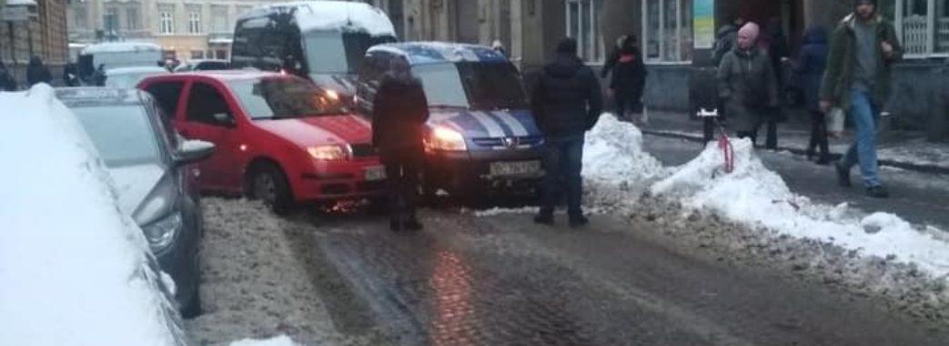 У Львові зранку зупинилися трамваї: люди запізнюються на роботу