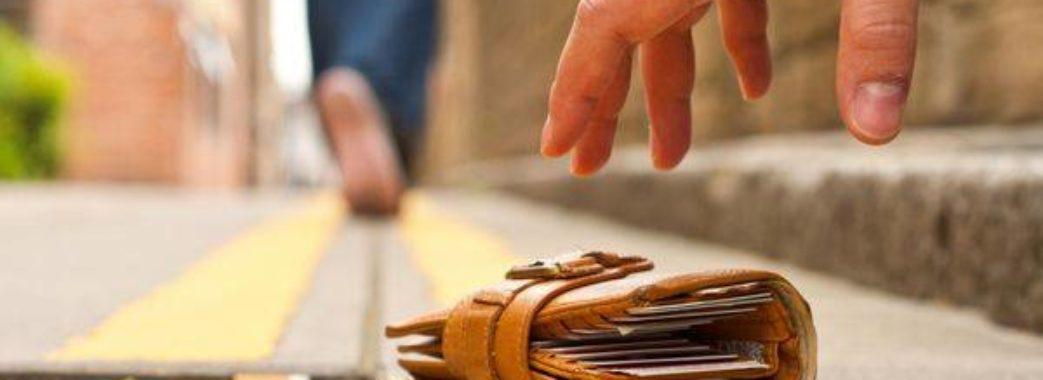 Львів`янин шукає незнайомку, яка врятувала його гаманець
