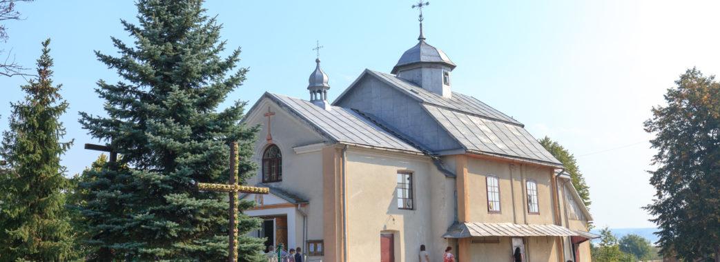 На Яворівщині церковний скандал: від служб усунули греко-католицького священика