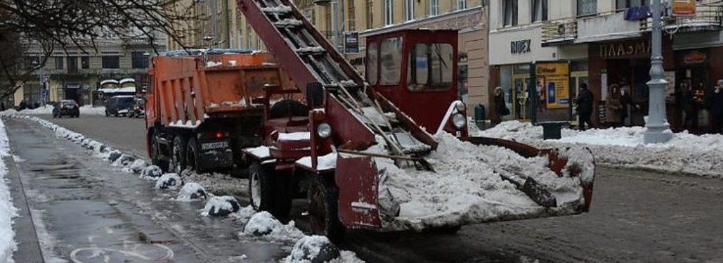 Вулиці Львова вперше посипали реагентами