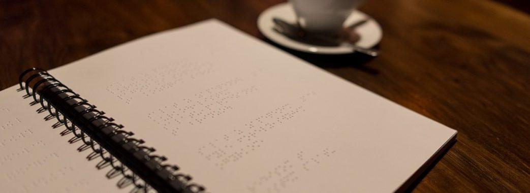 У львівській кнайпі створили меню для незрячих