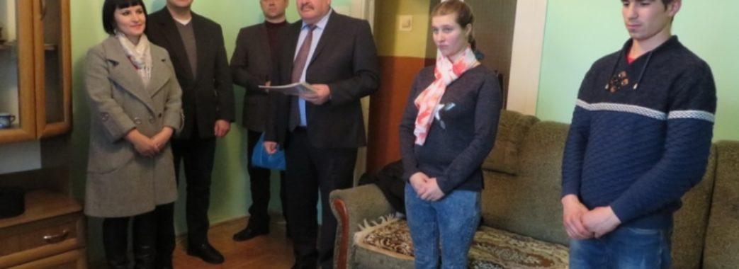 Дітям-сиротам з Дрогобиччини подарували трикімнатну квартиру