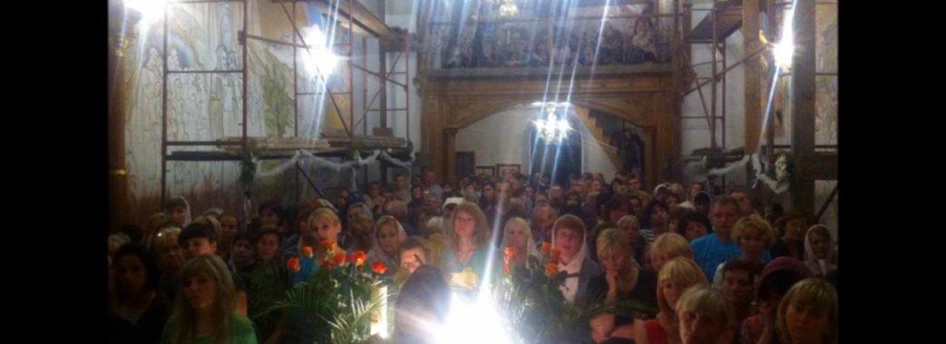Священик закликає новорічну ніч зустріти у церкві