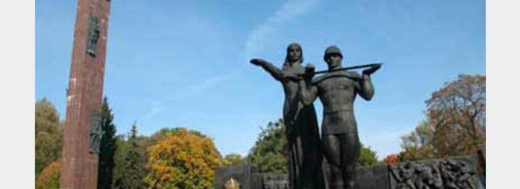 У Львові почали демонтувати символ радянської окупації