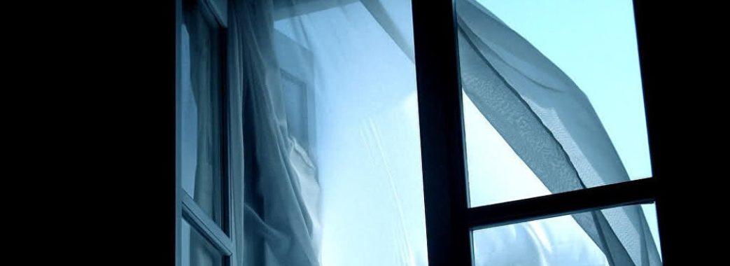 Стало відомо чому у Львові юнак випав з вікна