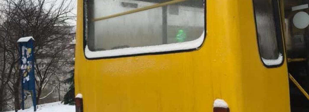 «Водій наче перебував у паралельному Всесвіті»: львівська маршрутка №17 курсує по місту без дна
