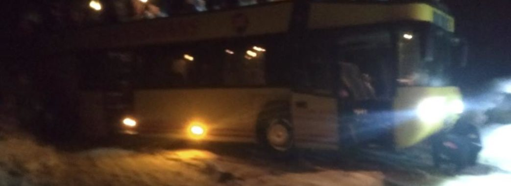 У Старосамбірському районі відбуксирували рейсовий автобус з пасажирами