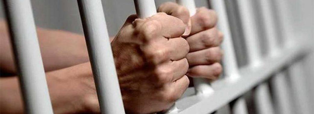 У Хирові молодики напали на чоловіка, який знімав гроші з банкомату