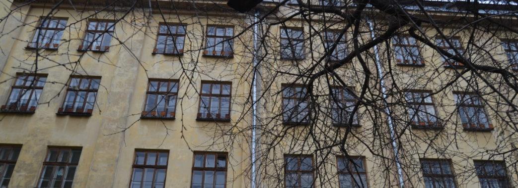 Львів'яни хочуть викупити будівлю облради для дітей сиріт