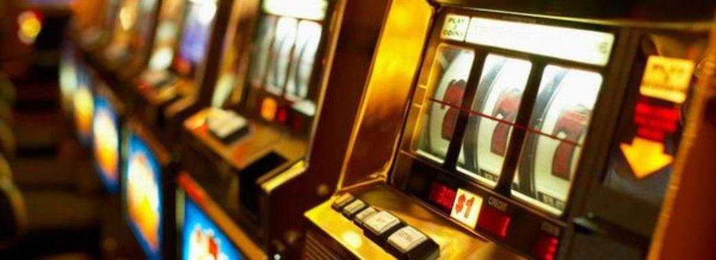 Активісти викрили заклади ігрових автоматів у Винниках (відео)