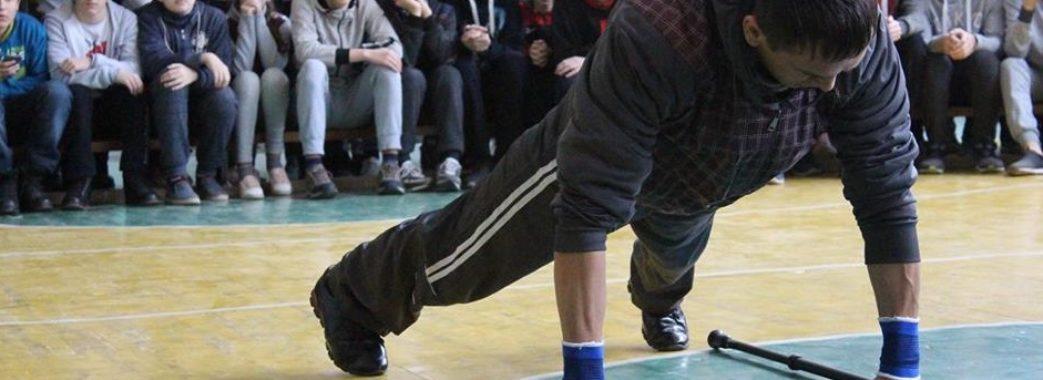 За 30 секунд 42 відтискання: Богдан Чіпак з Мостиськ встановив рекорд