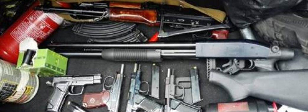 Священик з Мостиського району перевозив зброю