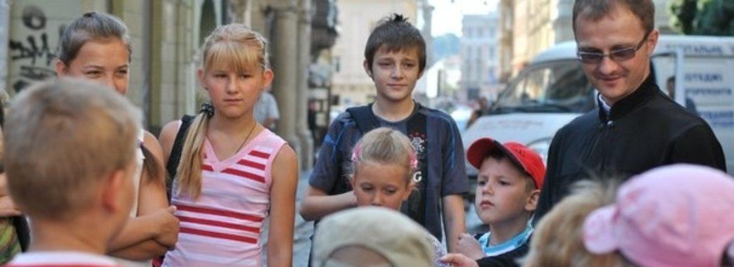 Депутати Львівської міськради просять передати сиротам будівлю на Короленка