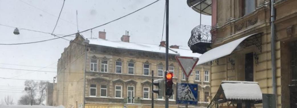 На Личаківській запрацювали перші світлофори після реконструкції