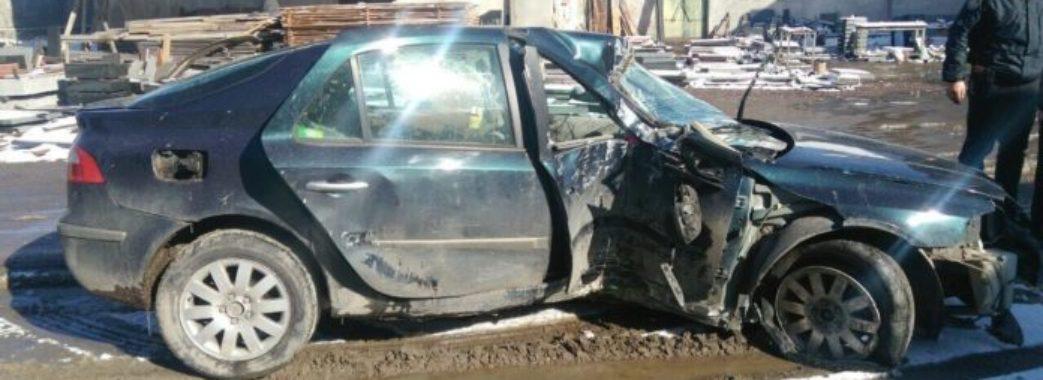 На Самбірщині нетверезий водій з 4-річною донькою вдарилися в електроопору