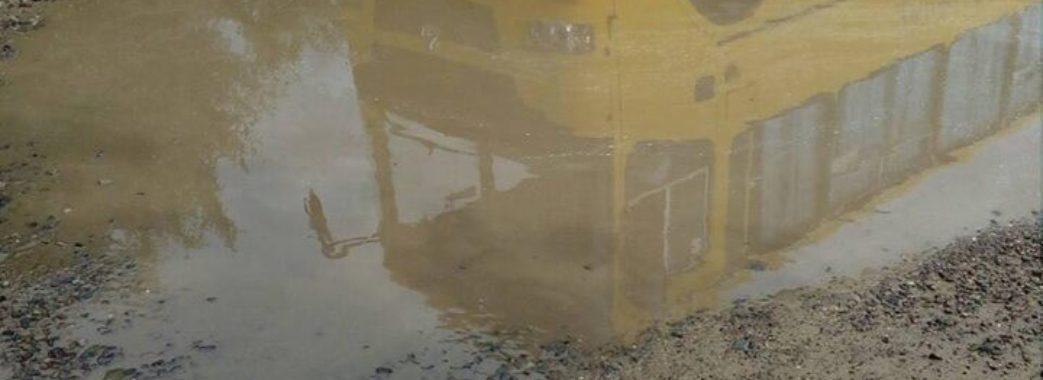 «Це не дорога, а пекло»: у селищі на Яворівщині люди обіцяють перекрити трасу