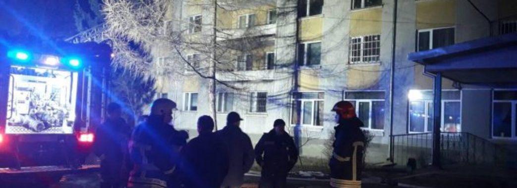 23 рятувальники уночі гасили пожежу у дрогобицькому гуртожитку
