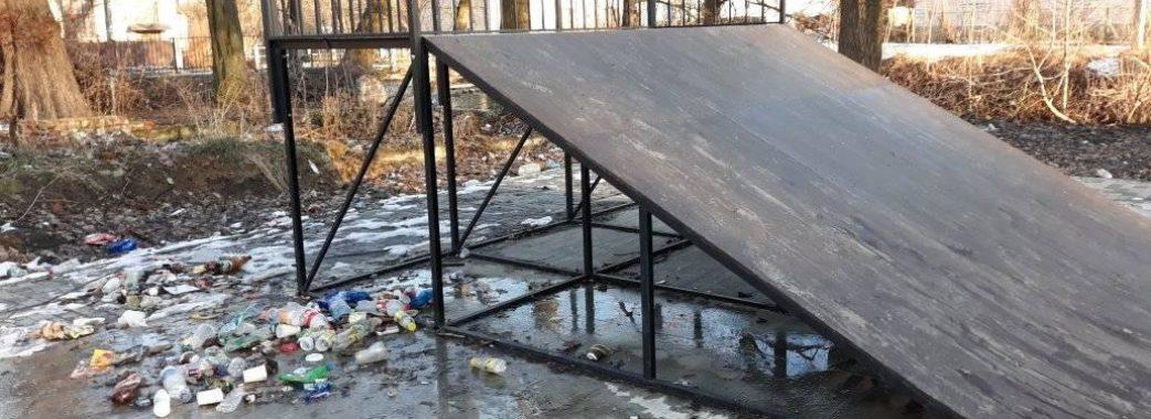 У Дрогобичі завалили сміттям скейт-парк, який тільки відкрили восени