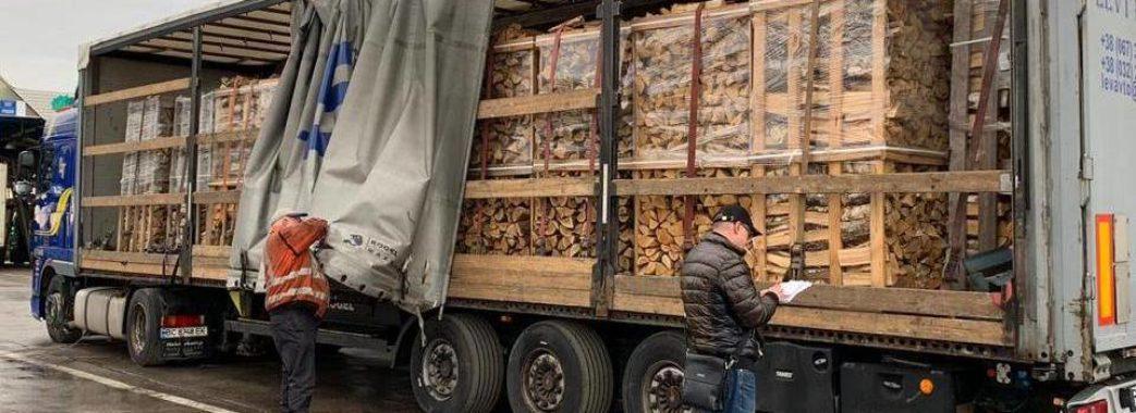 Зі Львівщини хотіли незаконно вивезти незадекларовану деревину