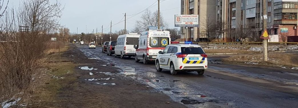 Мер Червонограда запропонував Президентові проїхатися ямистою дорогою