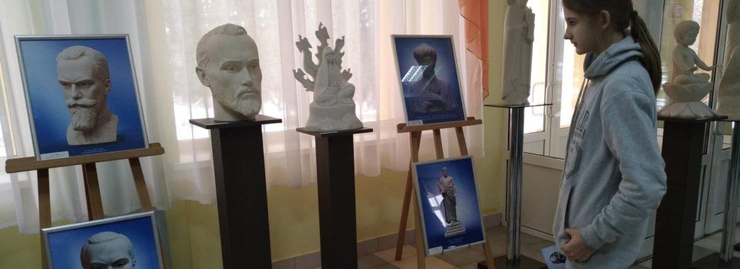У Винники привезли унікальні скульптури