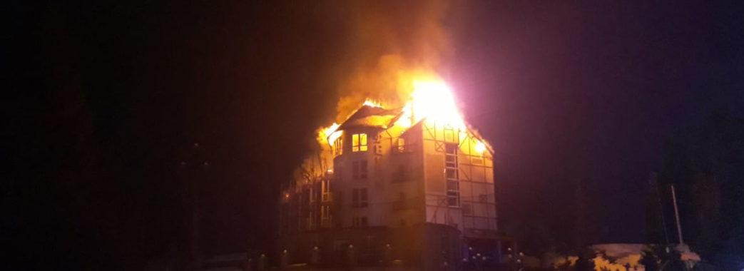 Шість годин рятувальники гасили пожежу у готелі на Сколівщині