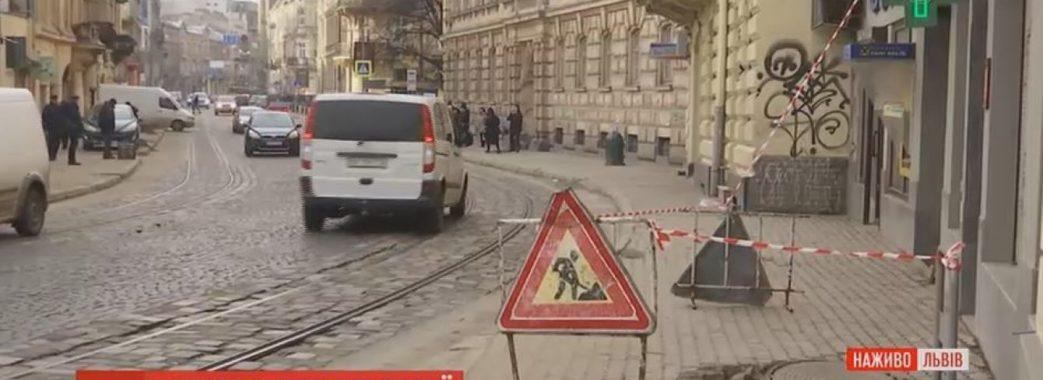 У Львові стався вибух у каналізаційному люці на тротуарі