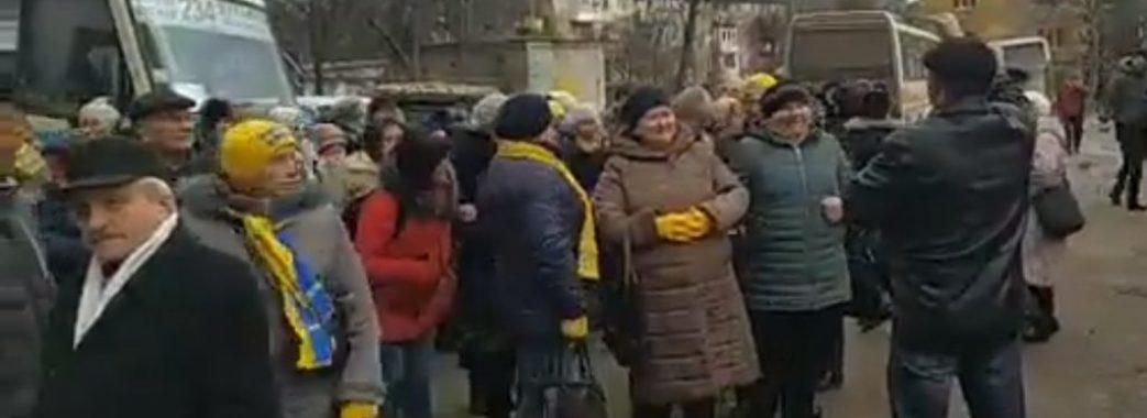 Більше півсотні автобусів: у Дрогобичі на зустріч з Тимошенко звозили людей з усієї Львівщини