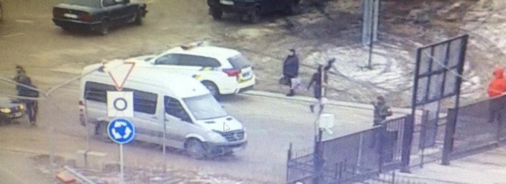 Двоє чоловіків напали на прикордонників у Краківці (ВІДЕО)